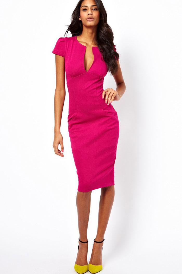 Классическое платье-футляр розового цвета
