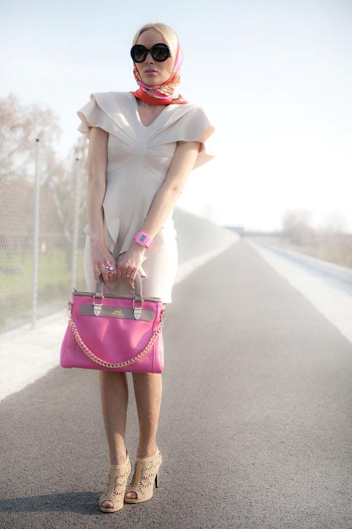 С чем носить розовые аксессуары