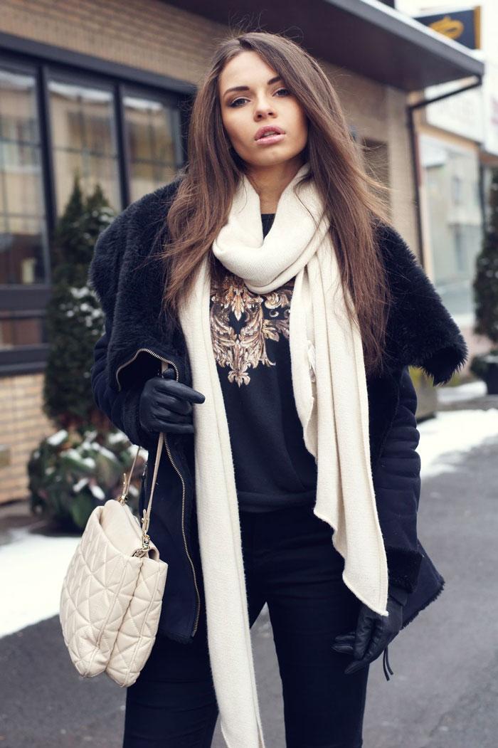 Белый шарф, как подобрать к верхней одежде