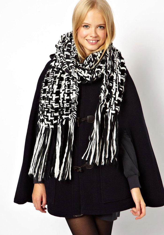 Черно-белый шарф с зимней одеждой, как подобрать